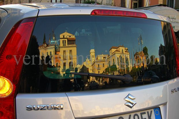 italy-car-reflection