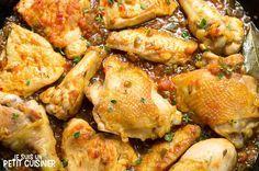 Comment faire le poulet en sauce. Recette facile. Apprenez à faire ce plat si simple et à la fois délicieux. Pour accompagner avec des frites. C'est bon !