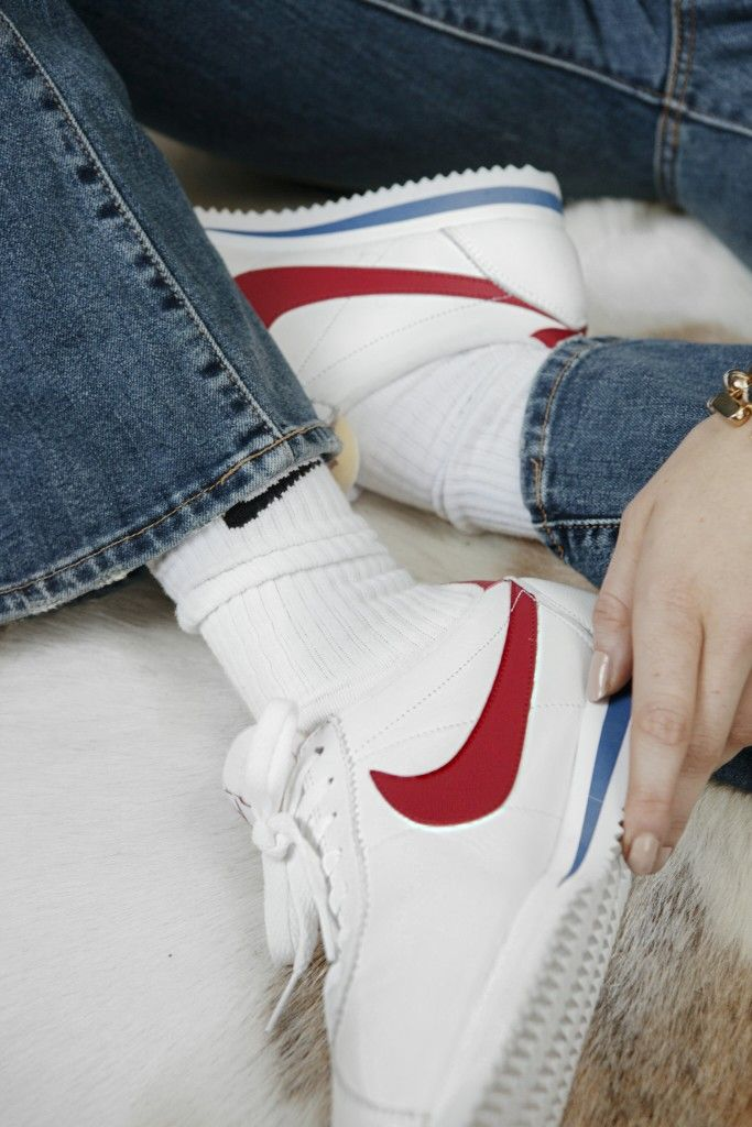 Nike Cortez, Shooting, Seventies, Sneaker, Sneaker Love, Lisa Banholzer, Blogger, Turtle Neck, Jeans, Flared Jeans, Schlaghose