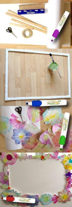 Arma tu marco del tamaño que quieras para el photo booth. - Con tus marcadores Aquarelo dibuja sobre papel encerado.  - Después pega tus flores sobre el marco de plástico, madera o lo que tú quieras. ¡Ya estás listo para las fotos del recuerdo!