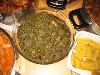 Feuilles de manioc au poisson fumé et crevettes + banane plantin!