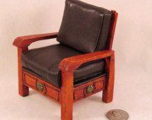 Rustieke zuidwestelijke kersen kleur houten stoel withleather bekleding. Met de hand gemaakt in USA.