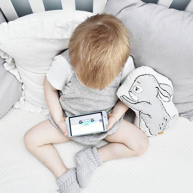 Хелп!!!🙋 Посоветуйте пожалуйста какие-нибудь поучающие интересные мультики для возраста 2.5 года, а то бумажки, деревяшки и Аркадий Паровозов уже поперёк горла😂🙅. . #подушка#zarahome#zarakids#hm#hmhome#hmkids#micuna#сын#son#mylove#mother#мама#мамаблогер#мамаисын#моймалыш#baby#children#сыночек#мойсын#babycute#babies#инстамама#instamama#love#любовь#дваждымама#vsco