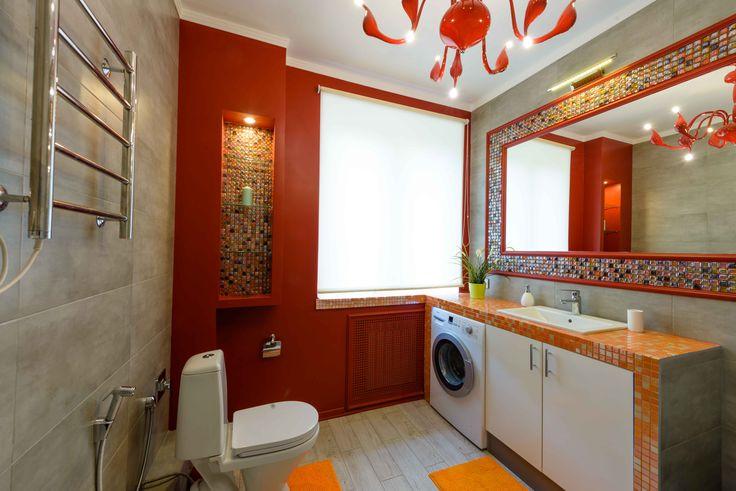 Ванная в стиле арт-деко. Цвет марсала, красная люстра.