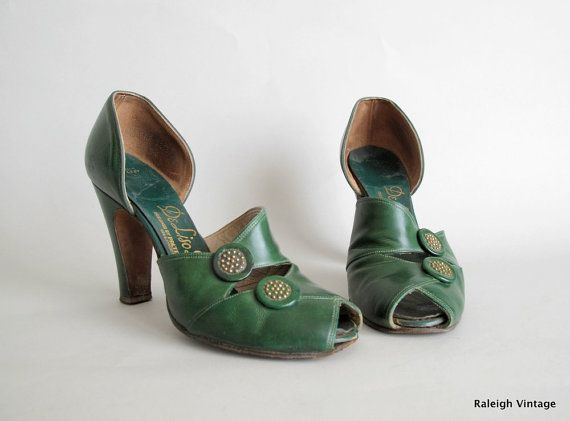 Vintage 1940s Shoes  40s Green Button Peep Toe by RaleighVintage, $98.00
