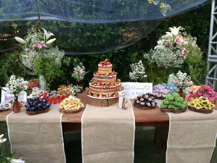 Mesa de bolo para casamento rústico DIY