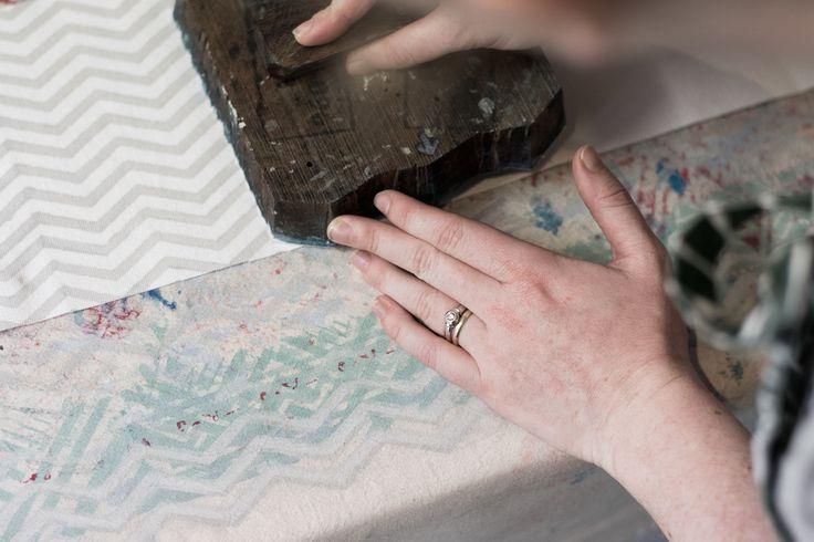Block printing our handmade Zipper Pouches #ashblockprinting#blockprinting #blockprinted#woodblockprinting #fabricprinting #blockprintingonfabric #textiledesign #textiles#woodblock #handmade #handprinted #zipperpouch #pattern #fabric  #process