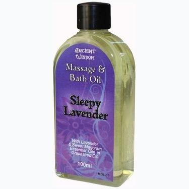 Masážní a koupelová kompozice Sleepy Lavender je směsicí esenciálních olejů - levandule a tymiánu v nosném oleji z hroznových jader. Směs je skvělá jak na masáže, tak jako přísada do koupele (stačí pár kapek).