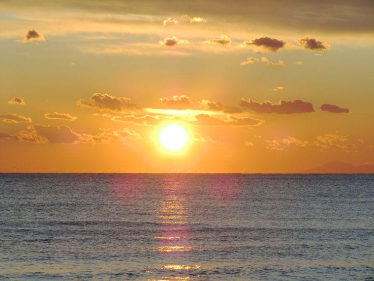 tramonto sulla spiaggia di d'ayala a campomarino di maruggio sundown at d'ayala beach in campomarino di maruggio