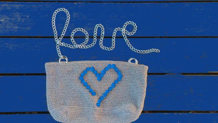 """Finalmente pronta la borsetta con cuore di noccioline versione BLU """" Nut #hearth Bag """". Bag Handmade Crochet . Realizzata all'uncinetto. Filato champagne. Fatta a mano e madewithlove . Fodera interna , 2 pratiche tasche , chiusura con bottone calamita . #bag #handmade #crochet . #Amigufra #nonsoloamigurumi #madewithlove. #fattaamano #madeindomo #conilcuore #cute #summer2016 #tipidaspiaggia #hearth #bagaddict #spedizioniintuttaitalia #bagblogger #chainbag #minibag #dinnerbag…"""