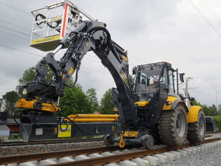 #Lännen #Lannen #rail #line #machine #multi_purpose #railway_work #reach_out #dig #load #lift #transfer #Ratatek #Lapua #Finland