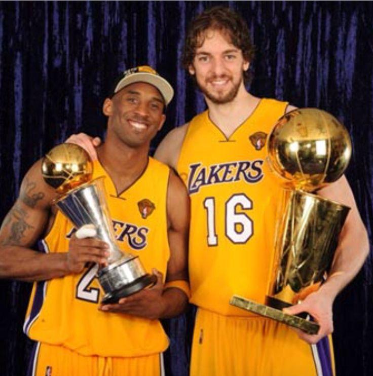 Pau Gasol ficha por Los Ángeles Lakers (2008-2014) donde consigue dos anillos NBA (2009 y 2010) siendo el primer español en conseguirlo (Campeón NBA). En la foto con Kobe Bryant