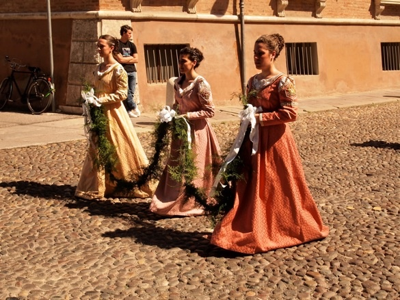 """Parade - """"Palio di Ferrara. The medieval festival in photos and video"""" by @keaneiscool"""