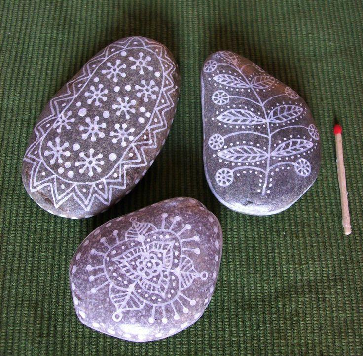 Lot de 3 galets de rivi re peints la main de d coration for Accessoire de decoration interieure