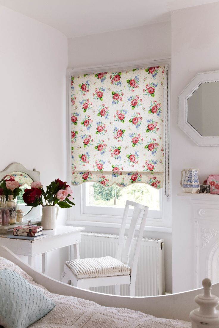 Blinds and curtains combination bedroom - Looking For A Pretty Effect At Your Bedroom Window Our Alfresco Cream Roller Blind Is