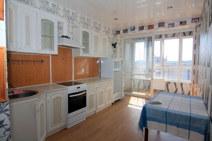 Предлагаем для долгосрочной аренды в Ставрополе  1 - комнатная квартира по адресу Лермонтова 121,Солнечный, ремонт современный,кухонный гарнитур, шкаф-купе, мягкая мебель, общей площадью 43.1 кв.м, дом Новый кирпич, Центральное отопление, Электро-плита, наличие бытовой техники - стиральная машина (+), холодильник (+), телевизор (+),парковка подземная, номер объявления - 28486, агентствонедвижимости Апельсин. Услуги агента только по факту заключения договора.Фотографии реальные…