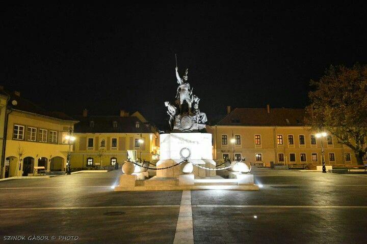 Dobó szobor