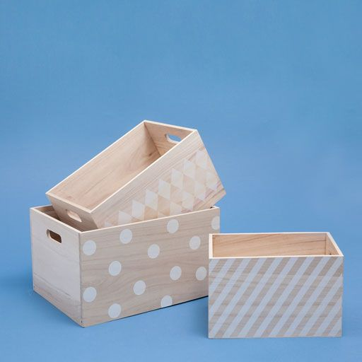 Image of the product Wooden basket with geometric pattern