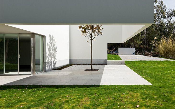 House in Ponte de Lima by Eduardo Souto de Moura