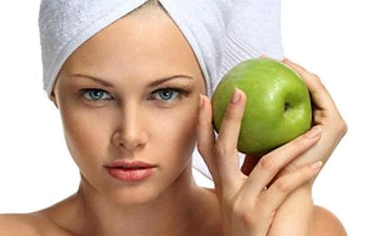 Все помнят сказку про молодильные яблочки? А ведь сказка ложь, да в ней намек… Яблоко- это уникальный фрукт, который и всамом деле благоприятно влияет на организм и оказывает омолаживающее воздействие на него - благодаря своим чудесным свойствам. Домашние косметические средства на основе яблок - э