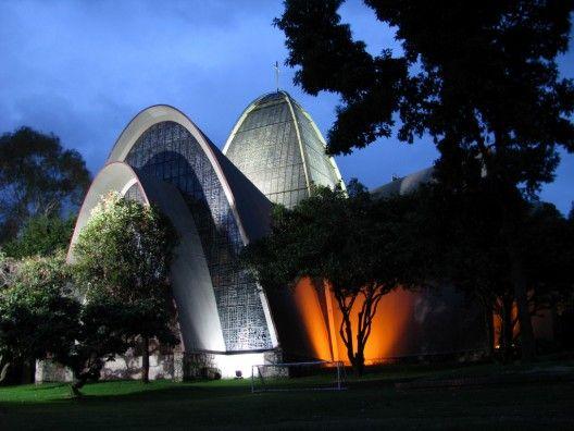 15 best iluminaci n de iglesias y templos images on for Gimnasio moderno