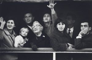 The black and white version of 'Migrants arriving in Sydney, 1966'