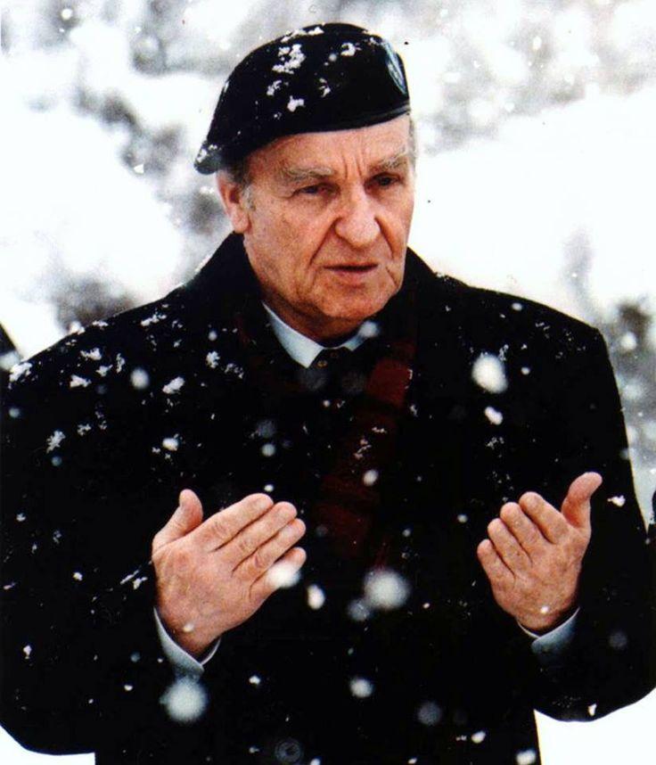 ''Bizi siz Müslümansınız, yani siz TÜRKSÜNÜZ, diye öldürüyorlar.'' -Aliya İzzetbegovic Bosna Hersek'in merhum Cumhurbaşkanı ''Bilge Kral'' lakaplı Aliya İzzetbegovic'i, ölüm yıl dönümününde rahmetle anıyoruz..