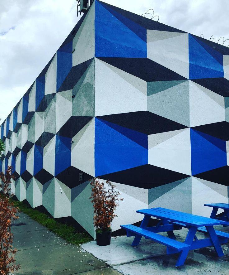 Para los que son y los que no soy diseñadores con ustedes wynwood #3d #3dprinting #3dpainting #wall #artwall #artartdeco #design #wynwoodwalls #wynwood #wynwoodart #arte #art #design #ideas #getoutofwynwood #colorful #colorsplash #designers #design  #create #innovate by adrisarj
