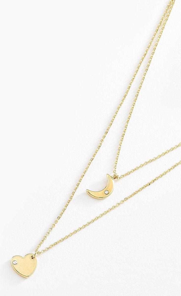 Collar doble con delgada cadena y dije de corazón y media luna elaborados en 4 baños de oro de 18 kt. Modelo 415636L.