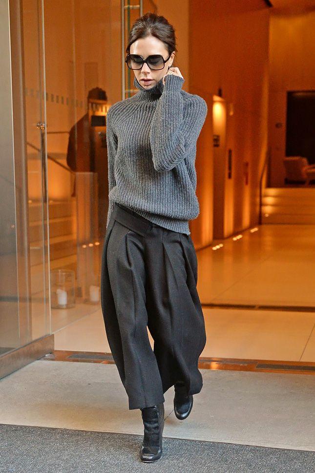 Виктория Бекхэм в Victoria Beckham в Нью-Йорке - мода, красота, украшения, новости, тренды, коллекции брендов одежды, обуви и аксессуаров: все новинки в онлайн-версии журнала Vogue.