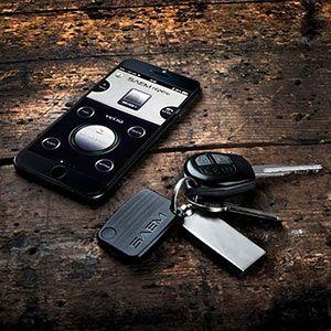 De Bluetooth Keyfinder werkt met een gratis app op je smartphone, die je helpt om je sleutels te localiseren. Omgekeerd werkt het ook, als je enkel je sleutels bij hebt, kan je ook je smartphone terug vinden.