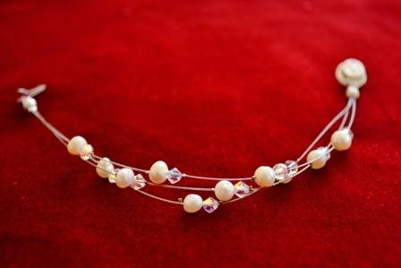 Bracelet with pearls and swarovski elements