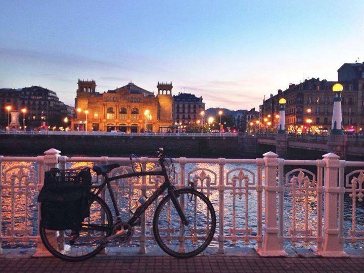 Río Urumea,puente del Kursaal y teatro Victoria Eugenia....y que cielo,mi Bella Easo.....❤️