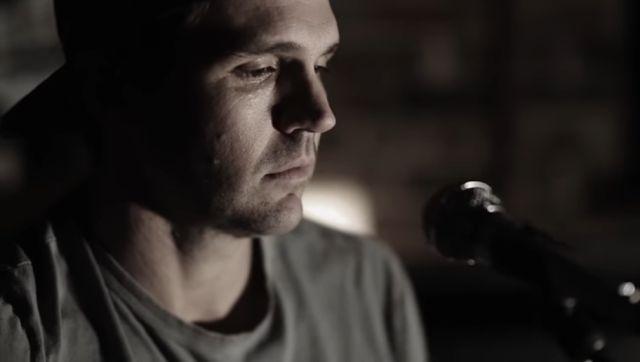 VIDEO: Barry Zito ahora toca música country |Es mejor cantante que pitcher?