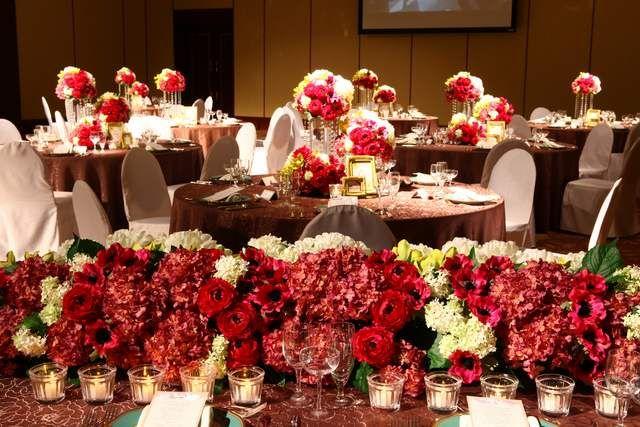 ホテルクラウンパレス知立|結婚式場写真「【会場:セントピアホール】ボルドーカラーが空間をゴージャス&リッチに」 【みんなのウェディング】