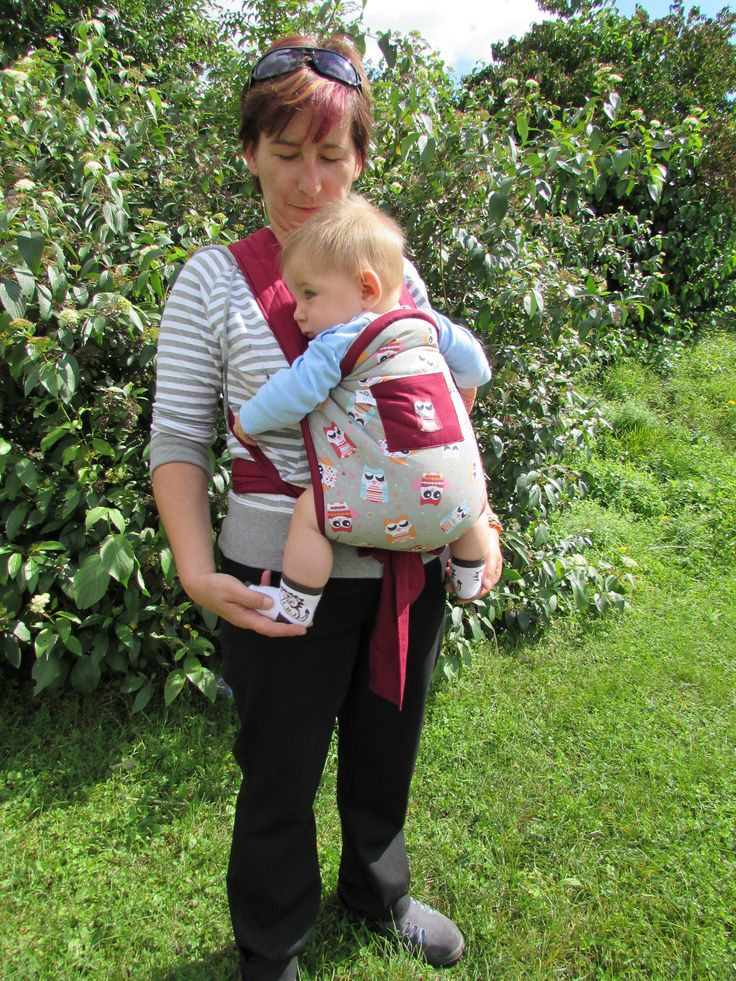 """Nosítko je velmi jednoduché a také se s ním jednoduše manipuluje Mei tai se může použít od chvíle, kdy dítě udrží samo hlavičku. To je samozřejmě individuální, ale většinou se tak stane okolo třetího měsíce věku kojence. Maximální věk je omezen pouze velikostí dítěte a """"nosností"""" rodiče. Bederní pás a ramenní popruhy jsou dostatečně široké a jsou s části polstrované, aby bylo nošení pohodlné i pro nosící osobu. Je snadno a velmi rychle složíte do maličkého balíčku a můžete jej brát vždy…"""