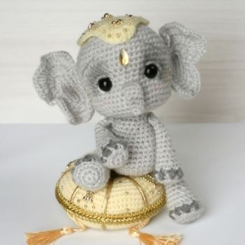 Elil the Chibi Elephant amigurumi pattern by Elfin Thread