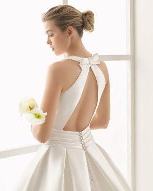 ORDAZ traje de novia con cuello redondo y espalda descubierta.