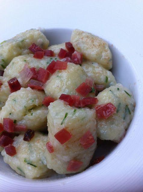 La fucina culinaria: Gnocchi di erba cipollina e speck per iniziare una nuova avventura culinaria