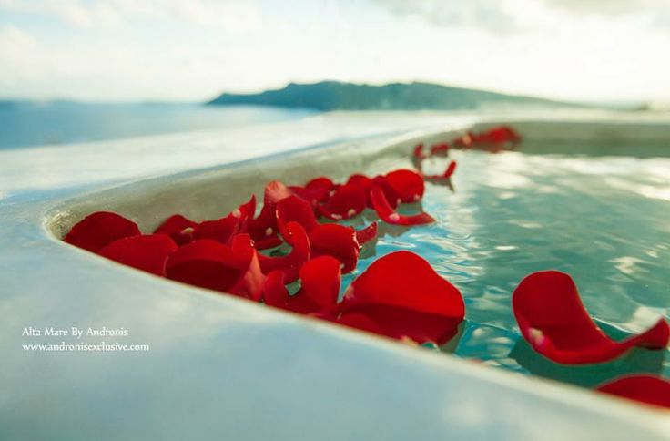 Romance is in the air | Romance suite in Santorini,Oia