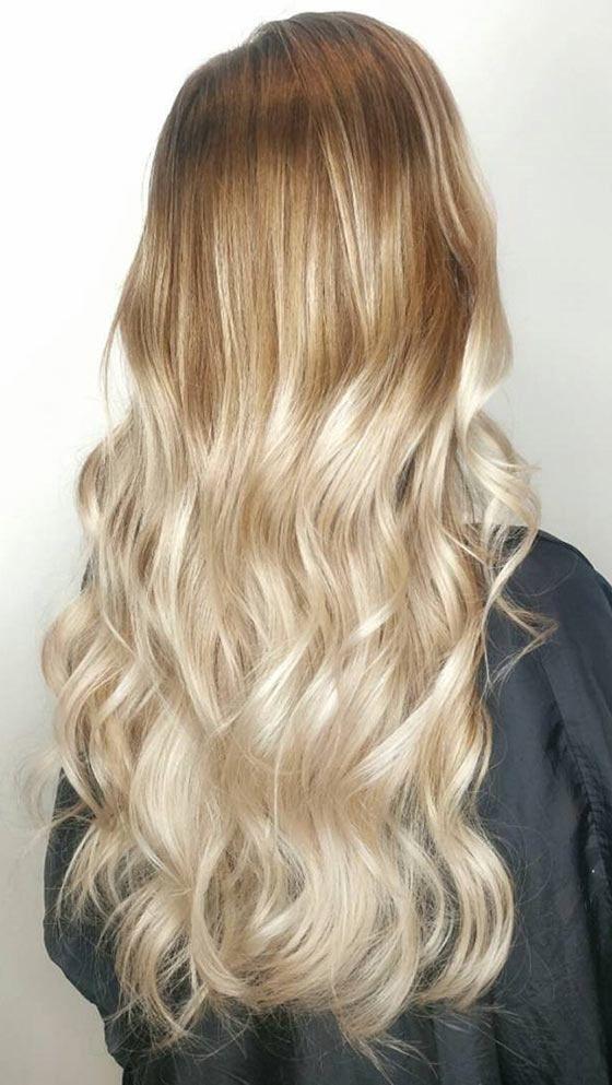 Омбре-тёплый-блонд на длинных волнистых волосах