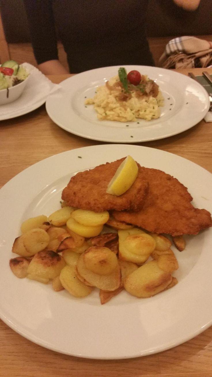 Schnitzel mit Bratkartoffeln im Brauhaus Schönbuch in Stuttgart. Lust Restaurants zu testen und Bewirtungskosten zurück erstatten lassen? https://www.testando.de/so-funktionierts
