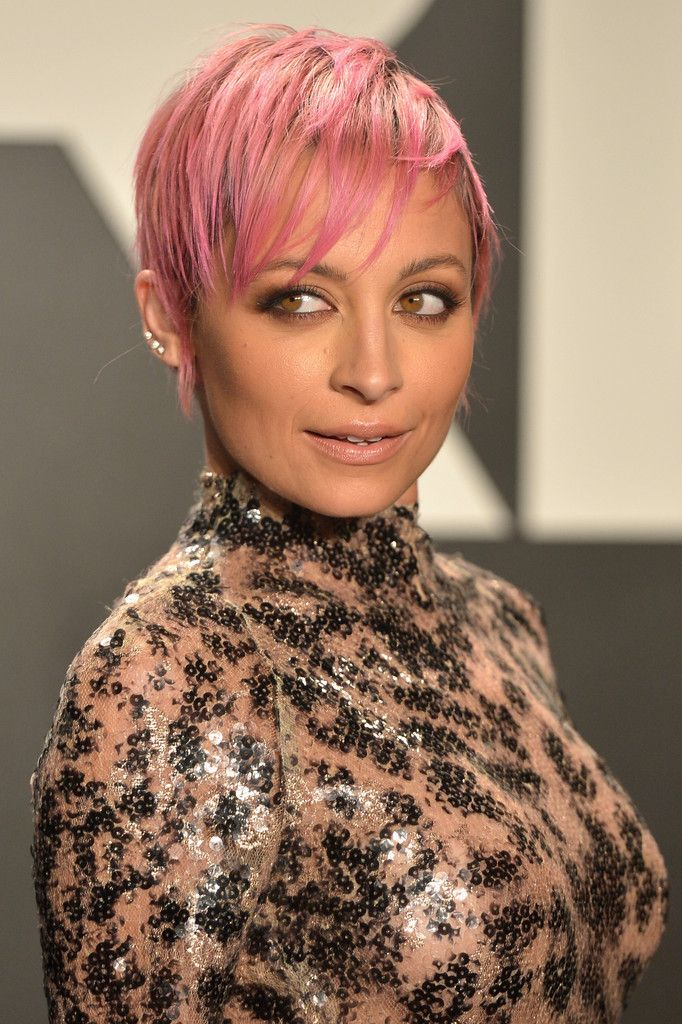 Nicole Richie's Bubblegum Pink Pixie - Celebrity Hair Cuts and Color Changes of 2015 - Photos