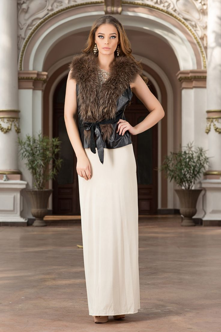 Comfortable yet sophisticated, with its soft shape this type of sleeveless luxury jackets, genuine leather and natural fur makes you look wonderful either combined with casual clothing, an evening dress or a jumpsuit. A real must for the season, this type of sleeveless luxury jackets will be the most versatile item in your wardrobe, with natural fur inserts for a classy, extra-feminine look.