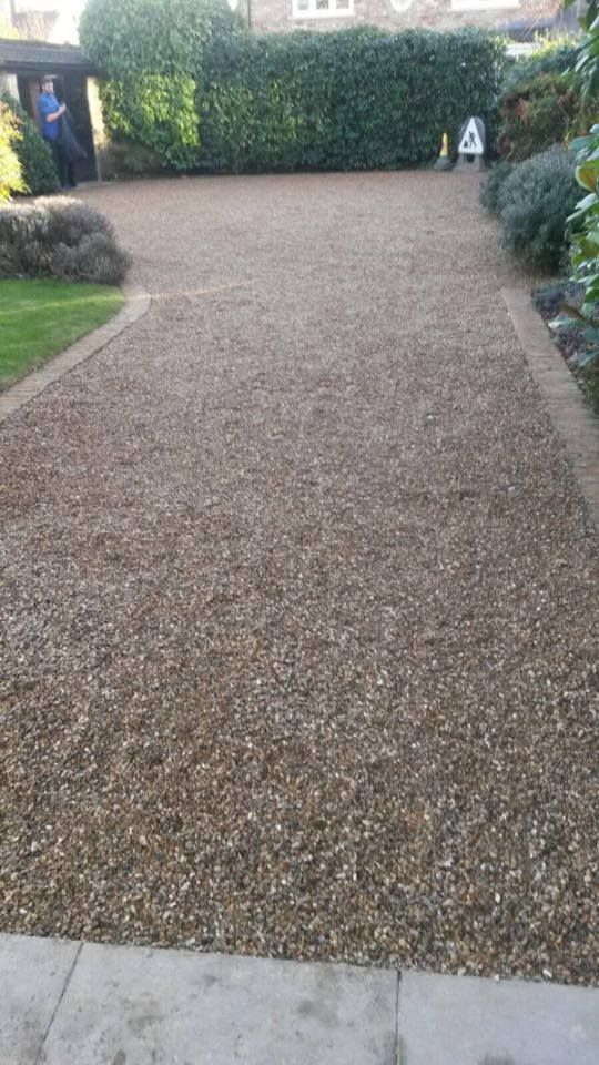 DM Driveways were tasked to rectify a tired and old driveway which had been previously incorrectly gravelled. They chose CED's CEDAgravel - our unique gravel stabilisation system and Amber Flint Gravel for the task.