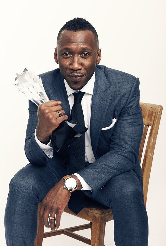 This year has been Mahershala Ali's year. Moonlight, Luke Cage, Kicks, Hidden Figures. I'm here for his hustle + his happiness. (Oh, and his face. Have you seen his face?)