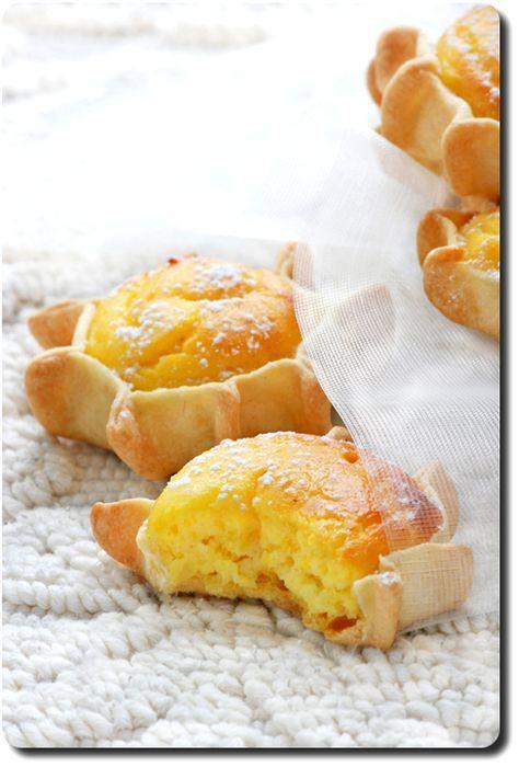 Pardulas (petits gâteaux de Sardaigne à la ricotta, zeste de citron et safran)