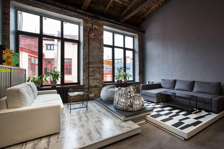 Офис бренда Pergo в центре Артплей #officeinterior #urbaninterior #interiordesign #интерьерофиса #шоурум #экспозиция #деревянныйпотолок #кирпичная_кладка #мягкая_зона #ламинат