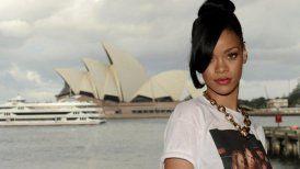 Rihanna se tocó la entrepierna y desató polémica en Twitter - Cooperativa.cl