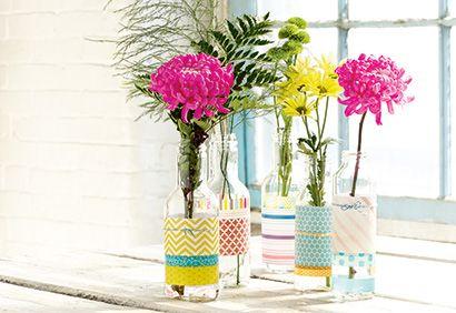 DIY: Vases colorés pour l'été - Coup de Pouce. Réalisation, texte et stylisme: Chloé Comte. Photo: Tango Photographie.